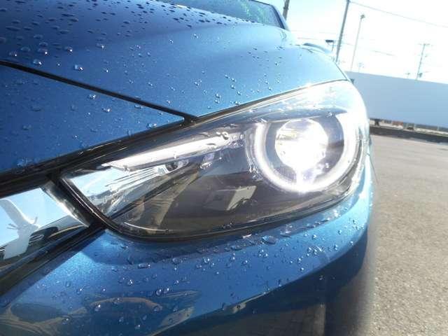 明るいLEDヘッドライト採用。夜の運転も安心です♪