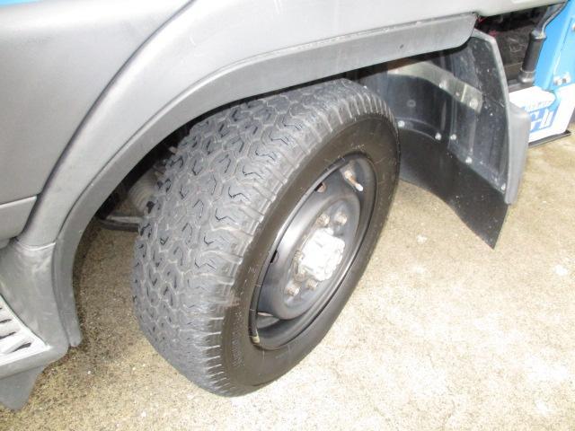 三菱ふそう キャンターガッツ 1.5t 全低床 4WD