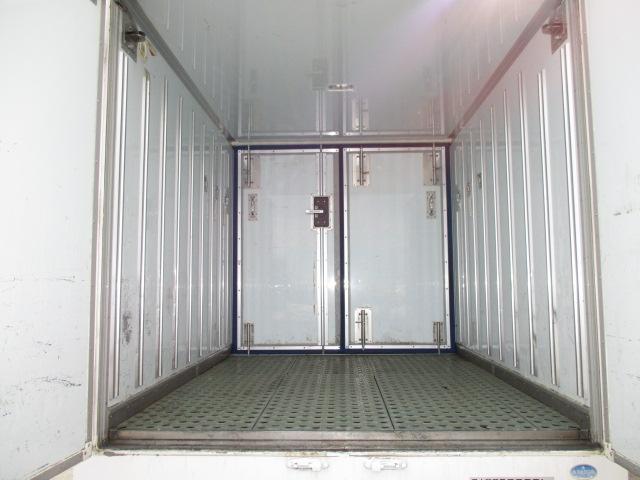 2t ロング 冷蔵冷凍 4WD オートマ車(4枚目)