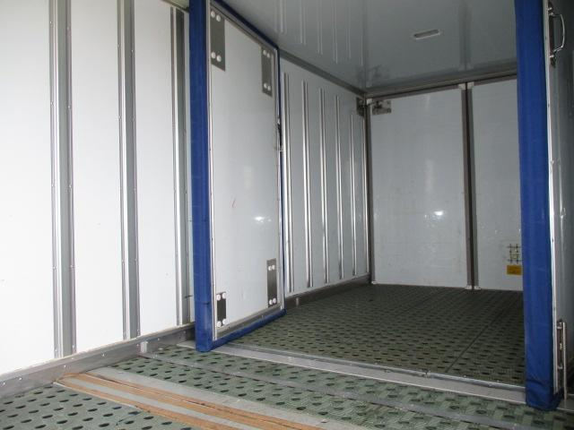 2t ロング 冷蔵冷凍 4WD オートマ車(6枚目)