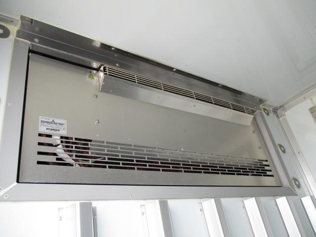2t ロング 冷蔵冷凍 4WD オートマ車(8枚目)