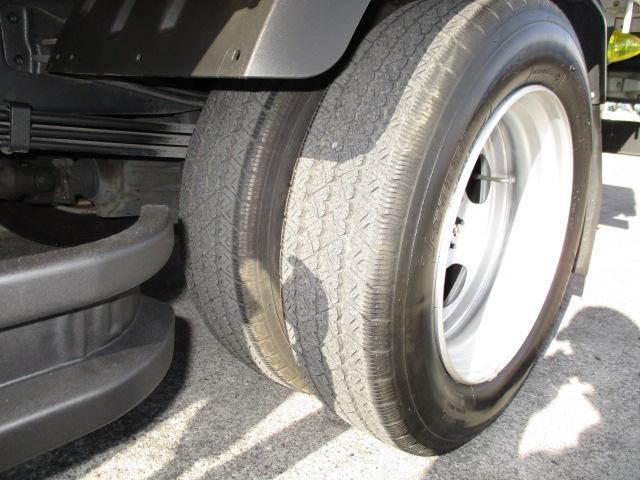 R205-70-17.5 Wタイヤ
