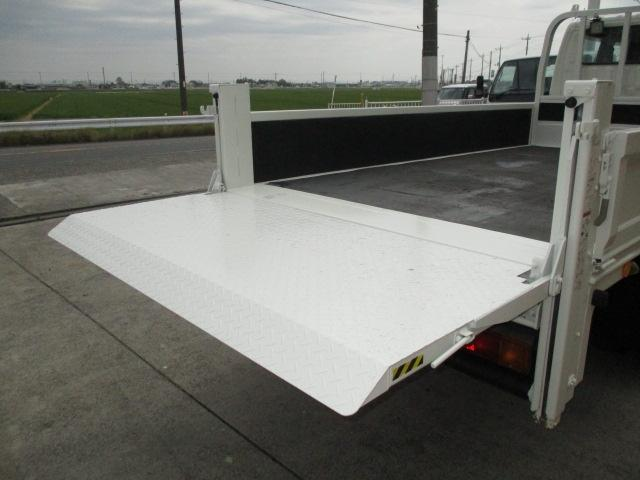 2t Wキャブ ロング 垂直パワーゲート 4WD ゲート昇降荷重600Kg 4WD切替え式 リアヒーター ETC(5枚目)
