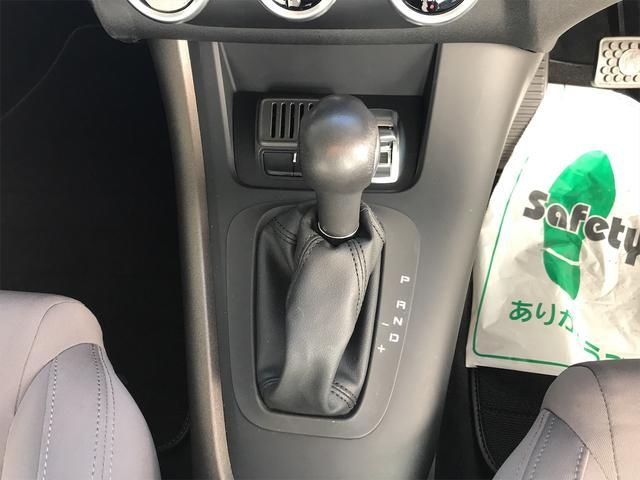 ボタンが大きく操作性の良いシフト廻りです!走行モードの切換えスイッチも操作しやすい位置ですね!