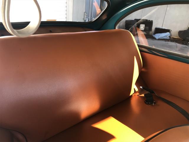 後席の広さも充分で足元も広く、大人がゆっくりと寛ぐ事が可能なリアシートになります!圧迫感や疲れを感じる事無く長時間のドライブもお楽しみ頂けます!
