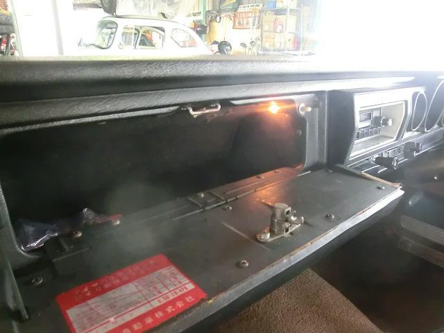 流石ハイオーナーカー この時代にグローブボックス内に照明が付きます。