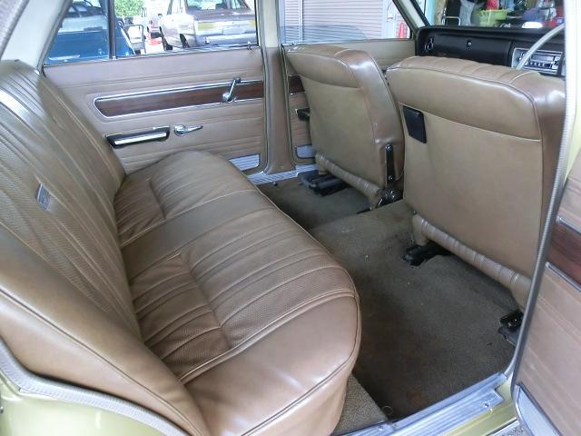 フロントシート後部も良い状態です。