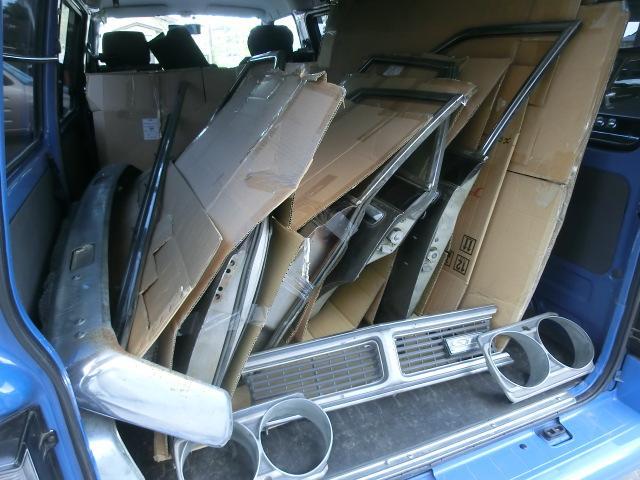 車と共にやってきたスペアパーツ。中古品ですが多数あります。初代オーナーがもしもの為に持っていたものをいただきました。現在倉庫にて保管中。全てお付けします。