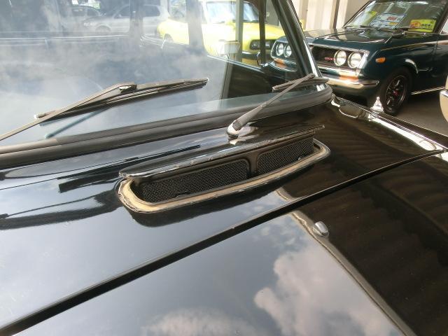 カウルパネルにはベンチレーターが付きます。これを開いて走れば室内に風が入り、夏のドライブも快適!?
