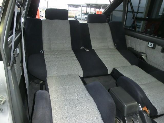 便利なフルフラットシート 車内がくつろぎの空間に変わります。