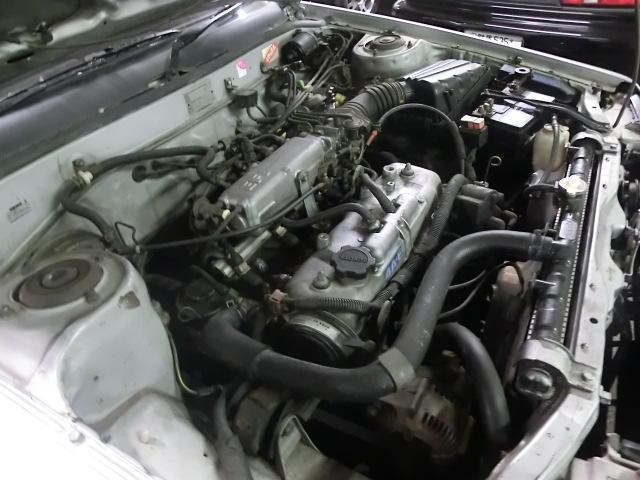 酷い傷み無く、状態良いエンジンルーム。