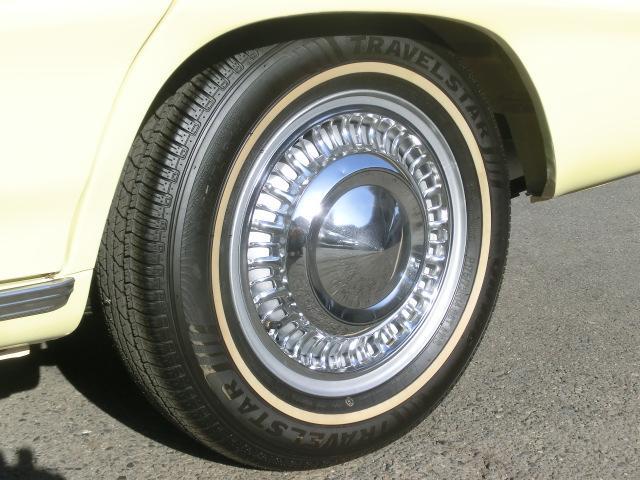タイヤは拘りのホワイトリボン。キャップに隠れて見えませんが、ホイールも綺麗にリペイントしています。