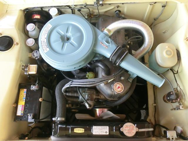 綺麗なエンジンルームをご覧下さい。綺麗なだけではありません。プラグコードは永井電子製(あえてのグレー)ラジエータ、キャブレターO/H他、色々と手を掛け、大変好調です。