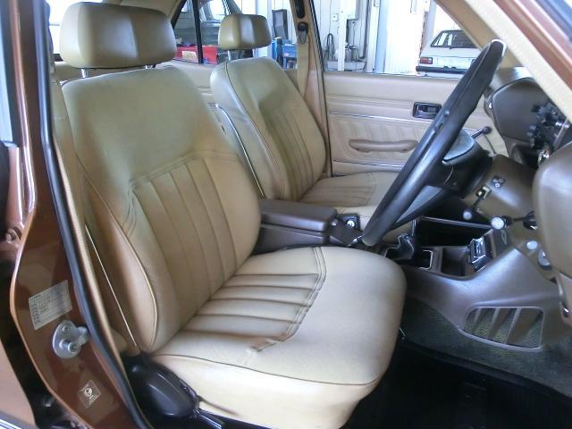 豪華なシートはエクストラ仕様専用品。