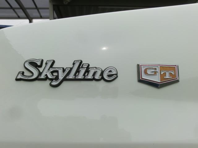 綺麗なエンブレム Skyline は秘蔵の未使用品、GTバッジはGT-X用の金が無いので、GT用の青を仕入れ、色を落としてX用にリメイクしました。