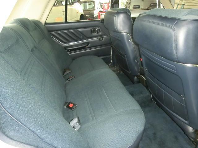 フロントシート後部も綺麗です。