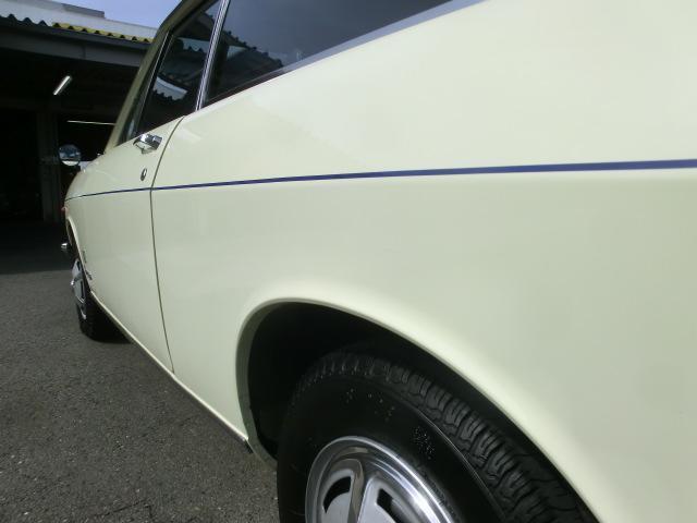 左サイドのボディラインも綺麗。まっすぐ伸びたストライプがシャープなボディラインを強調します。