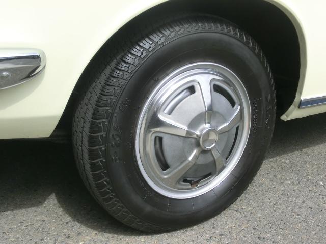 タイヤサイズは155-80R12 今時の軽自動車より小さなサイズです。