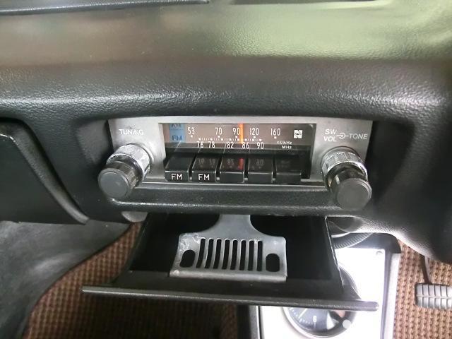 ラジオはFM付き。ナショナル製です。灰皿、良い状態です。
