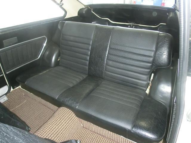 リアシートも大変綺麗。小さなシートですが、乗車定員は5名。このリアシートに大人3人は無理ですね。