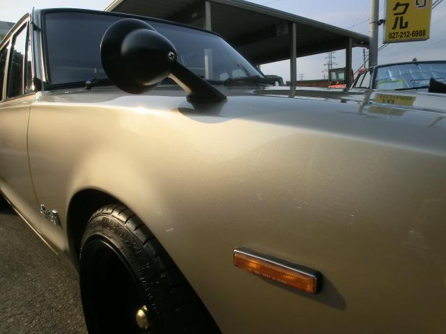 シャンパンゴールドのボディに黒塗りのミラーが似合います。サイドマーカーも45仕様に交換済み。