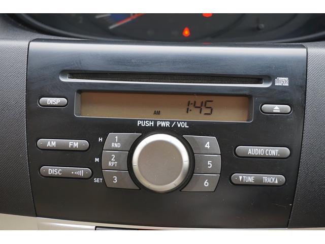 純正2DINオーディオです♪CD、、ラジオを聴くことが出来ます!!当たり前の装備かもしれませんが、無くては困るドライブの必需品ですよね♪♪