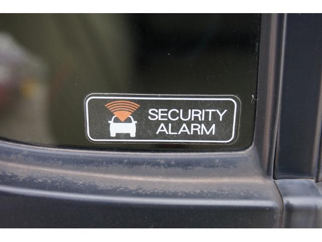 車は大切な乗り物です!!車上荒らしや盗難にあってしまった場合、日常生活に支障をきたしてしまいます。こちらの車は、盗難防止装置が搭載されています。被害に遭う不安が軽減されますね☆