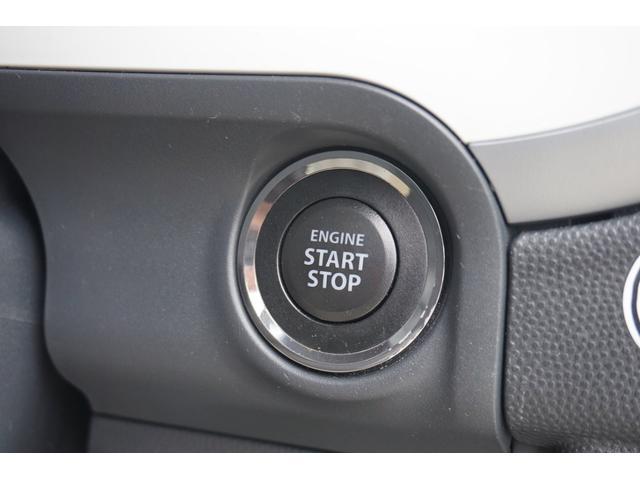 エンジンスタートボタンです!!キーが車内にあれば、エンジンの始動・停止はブレーキを踏んでスイッチを押すだけ!キーを取り出す手間を省き、ワンプッシュでエンジンを操作するので簡単でスムーズです☆