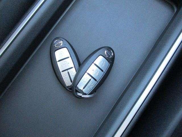 インテリジェント(スマート)キーです☆ドアの施錠開錠はもちろんのこと、エンジン始動もラクに行えます♪