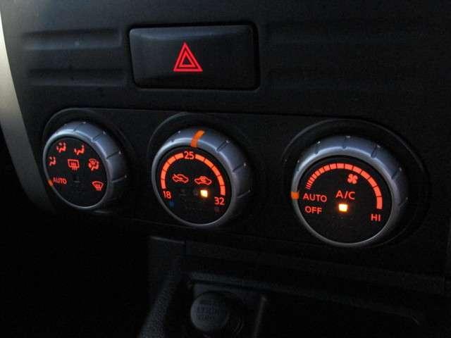 フルオートエアコン  「オート」を使って温度設定、車内の温度はいつも快適ですよ♪