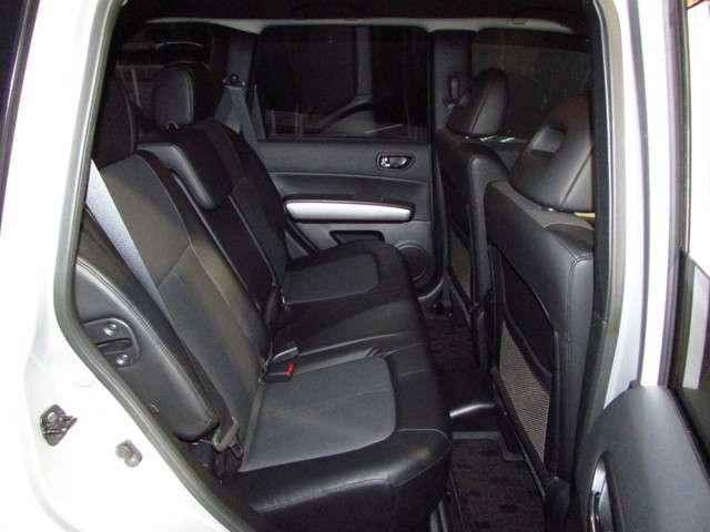 後席もこんなに広々、ゆったりのれてドライブもラクラク♪◎