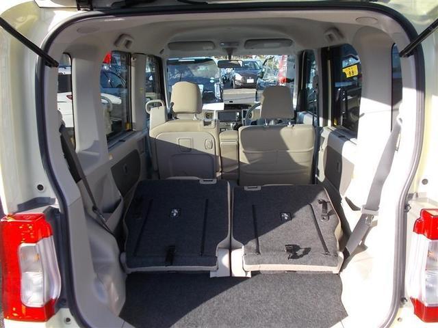 リアシートを倒せば、広々とした荷室空間に♪ お荷物、たっぷり載せられます!ゴルフバッグや長尺物も搭載可能、レジャーにお仕事にお買い物にも便利な広々荷室です(^^)
