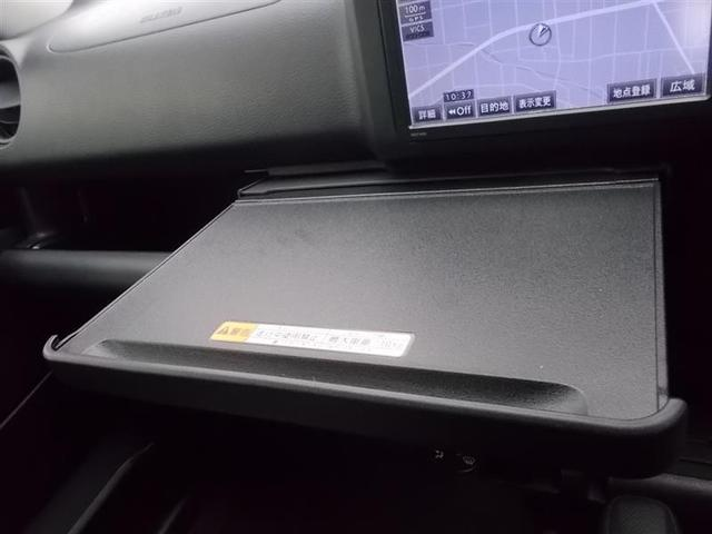 運転席周りには、数々の収納機能や、インパネテーブルなどを装備★ 質感にもこだわっていますよ(^^)