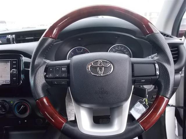 高級感はもちろん、握りやすい木目コンビハンドル♪運転が楽しくなりますね(*^^*)