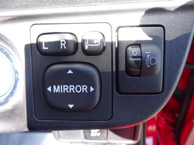 電動格納ミラーの操作スイッチです★ 運転席に居ながら、ミラーの操作できますよ♪ 一度使うと手放せない装備ですね(^^)/