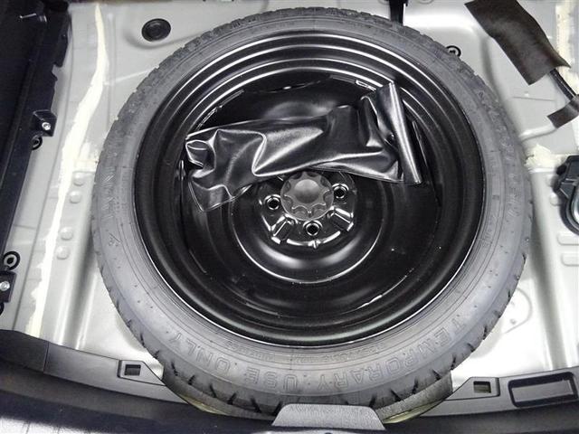 パンクした時の心強い味方!●応急タイヤ●が装備されています! 万が一の時は、【JAF】を呼び、タイヤ交換すれば目的地まで行けますね(^^)