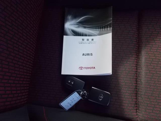 RS Sパッケージ HIDヘッドライト 2エアバッグ 横滑り防止機能 6速マニュアル オートライト スマートキー プッシュスタート イモビライザー 純正アルミホイール ステアリングスイッチ CD(19枚目)