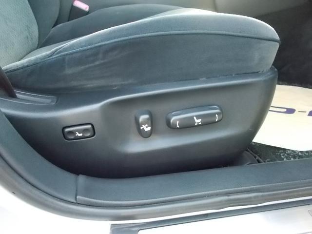 運転席はパワーシートです★簡単にシートポジションを変更できます♪ ご来店の際に、是非チェックしてみてくださいね♪