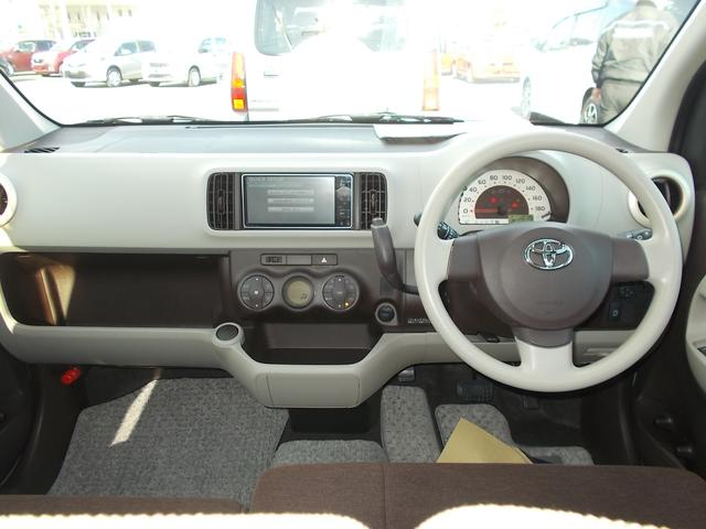 チョコとホワイトチョコのシートカラー♪ お気に入りに囲まれると、気分良くドライブできますね(^^♪