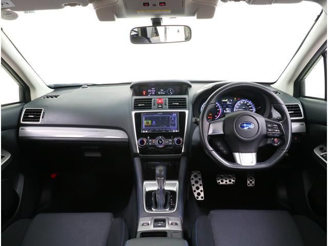 広く大きなフロントガラスが広がります。三角窓も設けておりますので運転席からの死角も少なく運転出来ます!