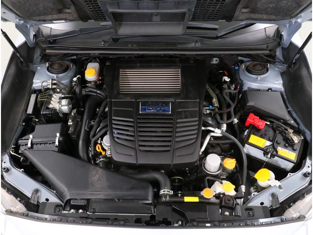 左右のピストンが水平に動く様子からボクサーエンジンと呼ばれております!重心が低くなり走りの安定性も増すんです!!