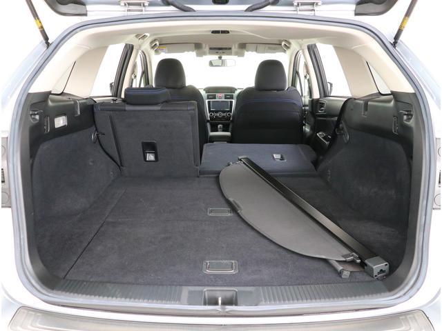 後部座席がフルフラットになるのもレヴォーグのポイント!凹凸がないので大事なお荷物を乗せるのも安心ですね!