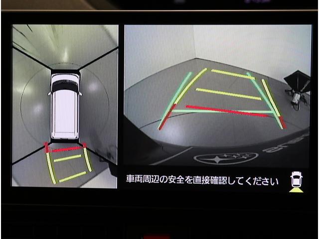 パノラミックビューモニターは車両の前後左右に搭載した4つのカメラから取り込んだ映像を合成し、クルマを真上から見たような映像をナビゲーション画面に表示してくれるので駐車がしやすくなります。