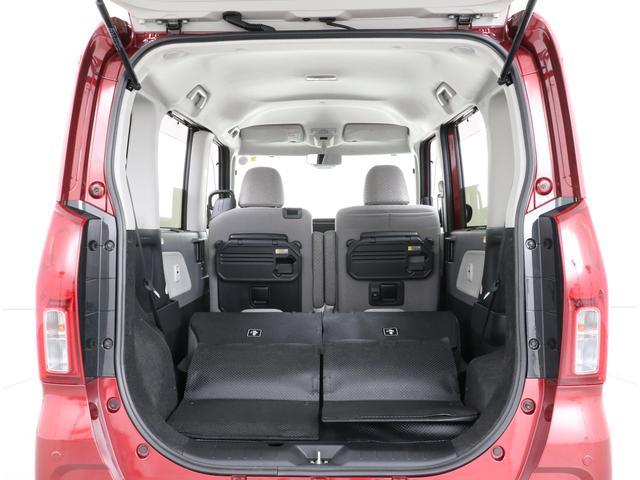後席はフルフラットにすることができるので大容量の荷室として使うことも可能です。