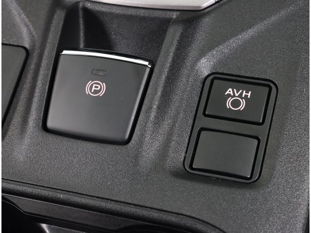 パーキングブレーキをスイッチひとつで作動・解除できる電動パーキングブレーキ。発進時はアクセルを踏むだけで解除できます。