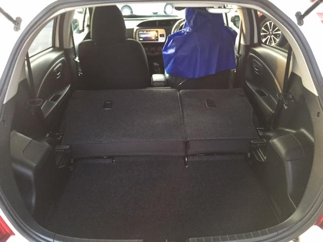 後部座席を倒すことにより荷室が更に広く!レジャーや旅行にも大活躍!