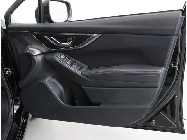 インプレッサはドア上方が大きく開くので、頭や身体が通りやすく、狭い駐車場などでもスムーズに乗り降りできます。