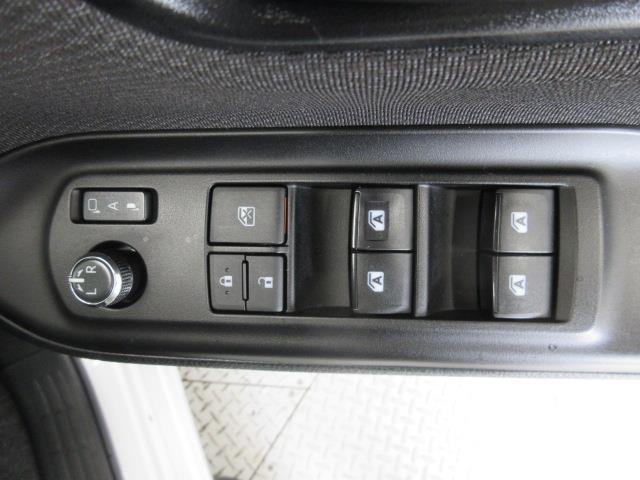 X 4WD メモリーナビ バックカメラ LEDヘッドランプ 乗車定員8人(14枚目)