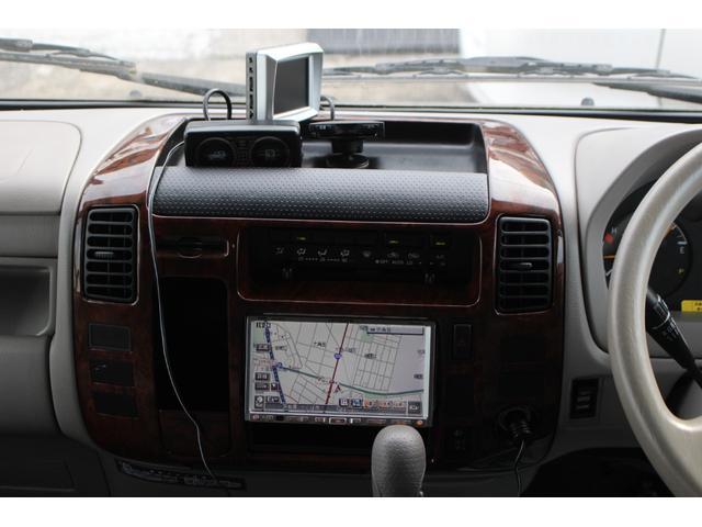 後部両サイドは収納スペースになっております♪収納スペースたっぷりですので長旅でも安心ですね♪