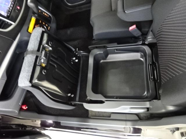 助手席シート下にはストレージボックスを搭載☆